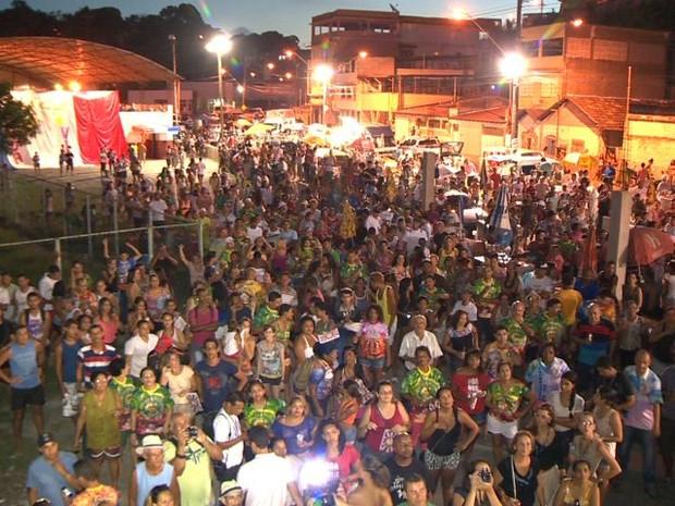 Comunidade de Itaquari, em Cariacica, lota a quadra da Boa Vista, campeã do carnaval de Vitória (Foto: Paulo Cordeiro/ TV Gazeta)