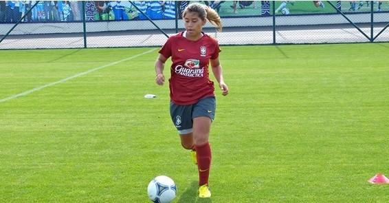 Mayara treinando com a Seleção Brasileira (Foto: Divulgação / Ascom CBF)