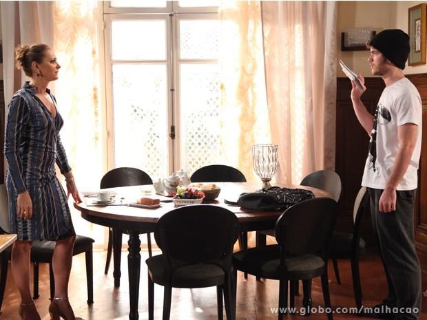 Sidney confronta a mãe sobre as cartas. Como a perua irá escapar dessa? (Foto: Malhação / TV Globo)