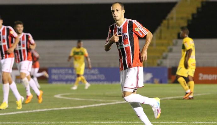 Carlão, atacante do Botafogo-SP (Foto: Rogério Moroti/ Ag Botafogo)
