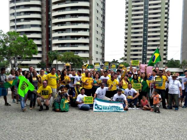 Grupo se reuniu em Manaus para protestar contra governo  (Foto: Adneison Severiano/G1 AM)