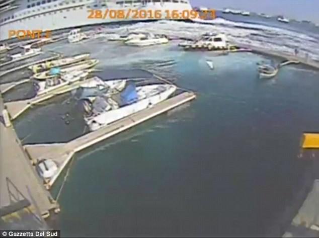 Carnival Vista causa destruição na Itália (Foto: Reprodução)