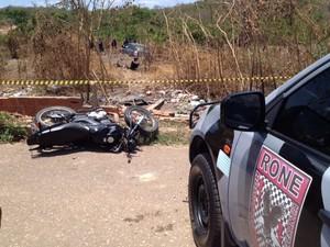 Suspeito de assalto foi arrastado 50 metros pelo carro da vítima (Foto: Gil Oliveira/ G1)