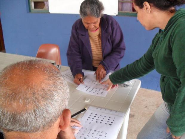 Centro comunitário do bairro Javari promove alfabetização de adultos - Piracicaba (Foto: Agatha Cristiane/Divulgação)