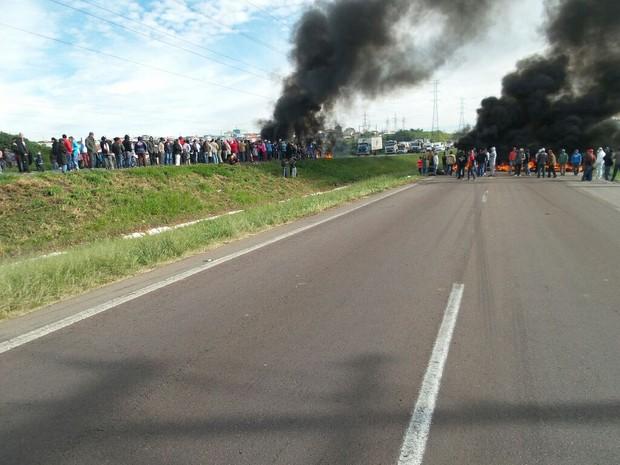 MTST e MPM protestam e bloqueiam o Contorno Sul (Foto: Divulgação/ PRF)