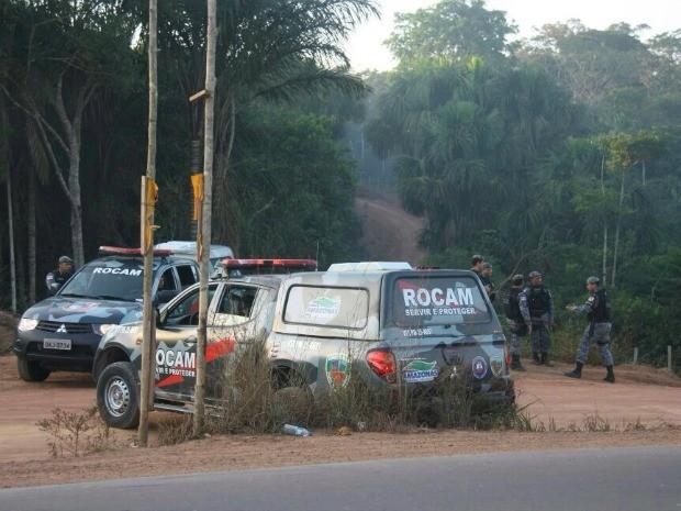 Polícia ocupa terreno invadido na AM-70 (Foto: Márcia Oliveira/SSP/Divulgação)