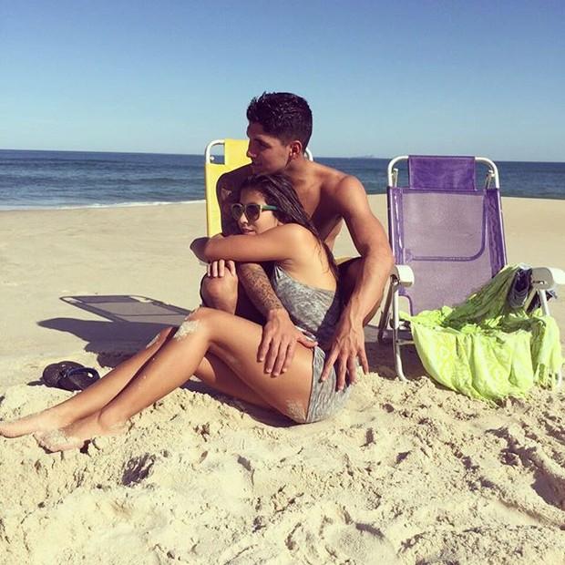Gabriel Medina com a namorada, Tayná Hanada (Foto: Reprodução/Instagram)