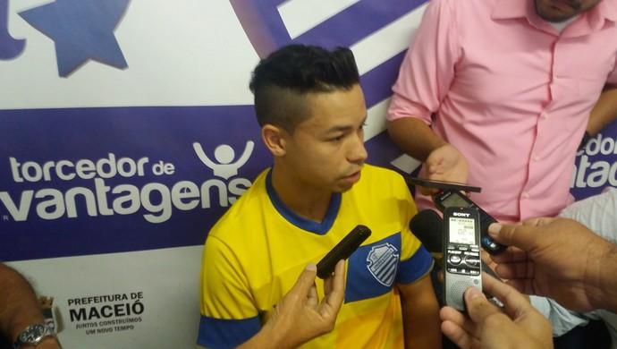 Cleyton, meia do CSA (Foto: Augusto Oliveira/GloboEsporte.com)