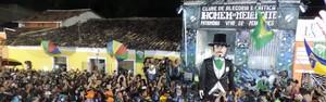 Calunga gigante leva multidão a Olinda (Katherine Coutinho / G1)