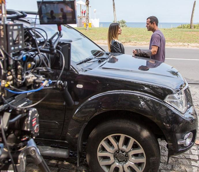 Nas cenas, a personagem de Cleo leva Apolo, papel de Malvino, à praia (Foto: Artur Meninea/Gshow)