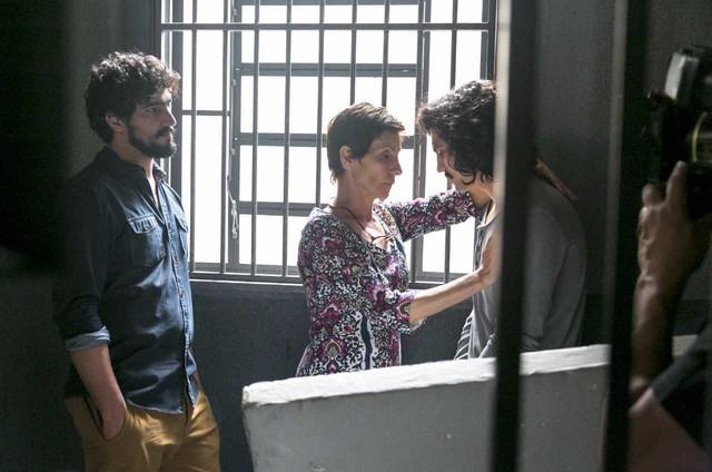 Renato Góes, Cássia Kis e Gabriel Leone gravam 'Os dias eram assim' (Foto: Globo/Rafael Campos)
