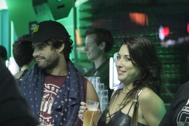 Guilherme Winter e Gisele Itié em camarote no Rock in Rio (Foto: Isac Luz/EGO)