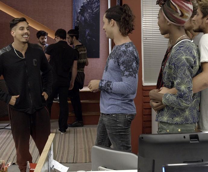 Sam conta que vai voltar para a casa dos pais (Foto: TV Globo)