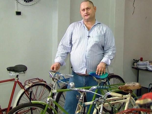 Professor coleciona bicicletas e tem mais de 100 modelos (Foto: Reprodução EPTV)
