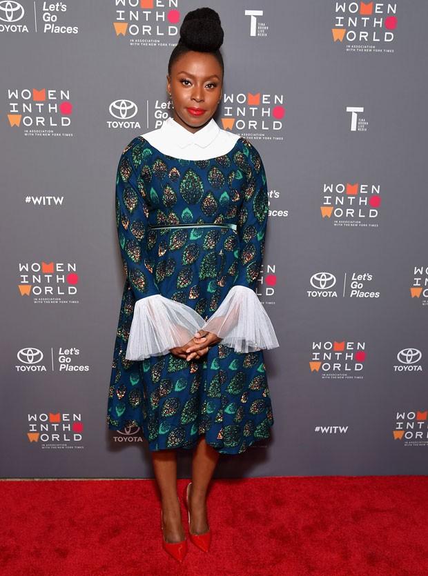 Chimamanda Ngozie Adichie: a escritora usa grifes nigerianas e as divulga em seu Instagram (Foto: Getty Images)