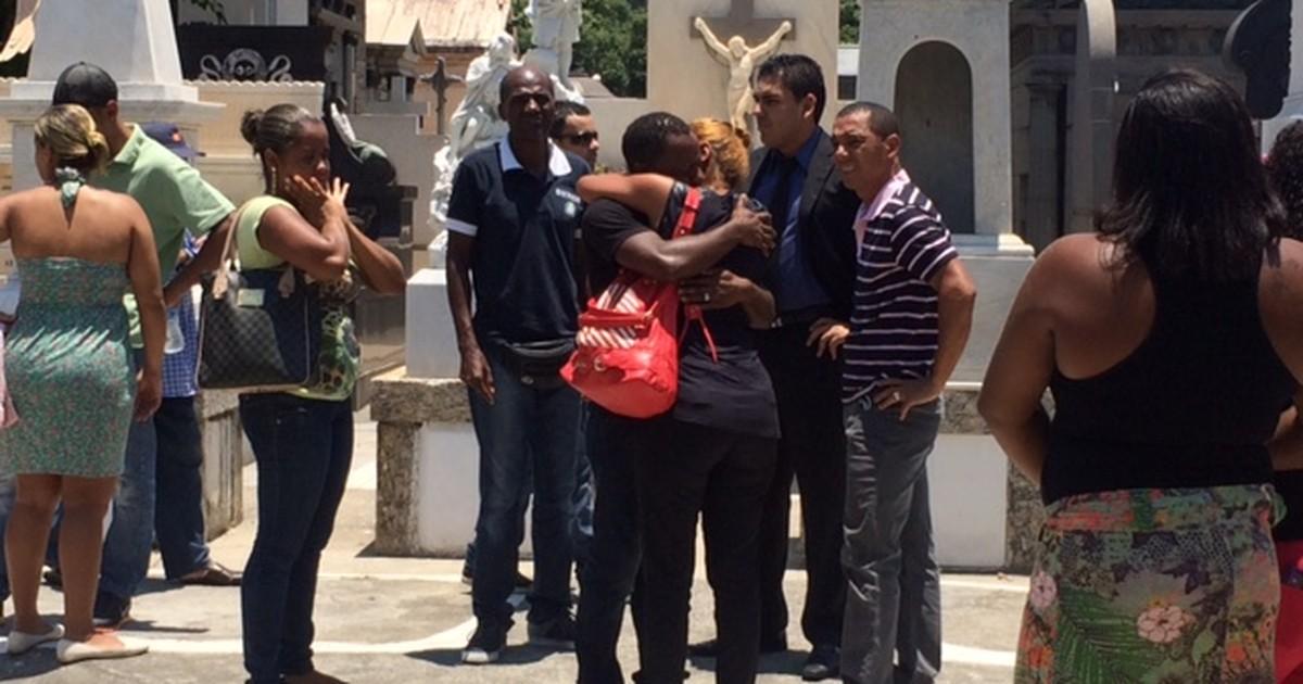 No Rio, velório de vítima de bala perdida na Rocinha tem protestos - Globo.com