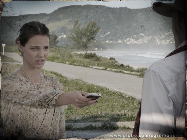 Stela tenta se safar (Foto: TV Globo/Saramandaia)