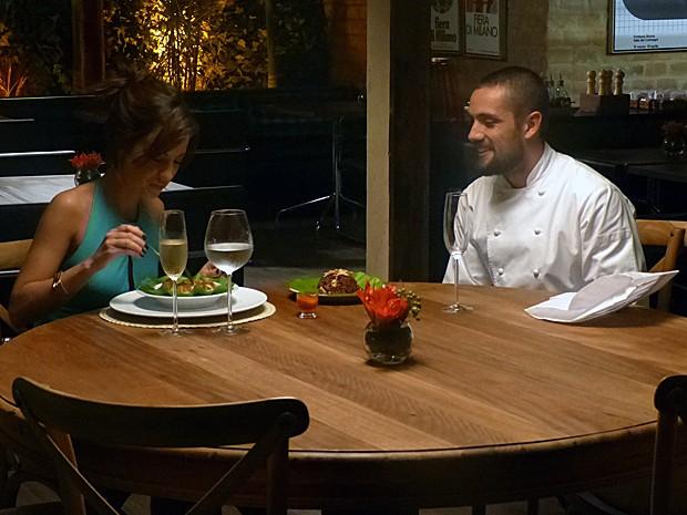 Maria Clara e Vicente conversam sobre Cristina (Foto: Gshow)