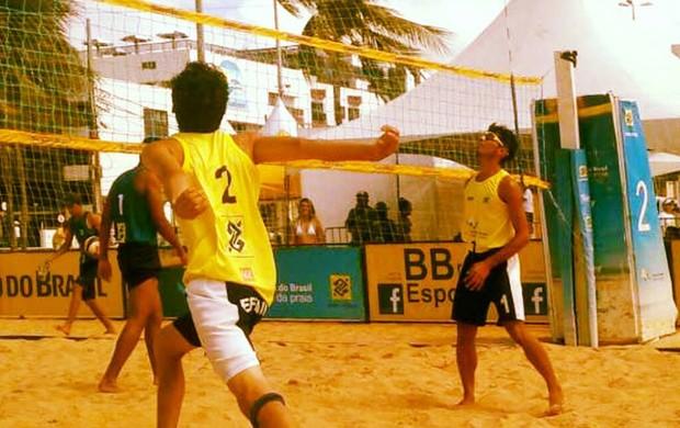 De amarelo, Sheldon e Eduardo ficaram em 5º lugar na Etapa Nacional do Circuito Banco do Brasil de Vôlei de Praia Sub-21, em João Pessoa (PB) (Foto: Nedson Brito)
