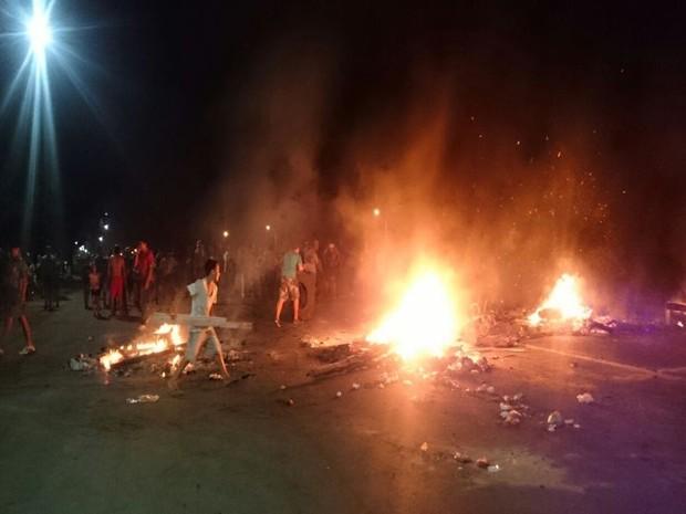 Protesto em Itu interditou duas rodovias: a SP-79 e SP-75 (Foto: Ana Carolina Levorato / G1)
