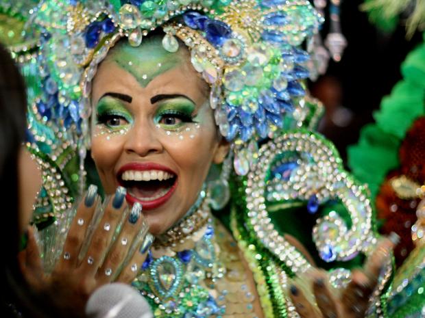 Samara Costa no momento em que recebeu o título de Rainha das Rainhas 2013 (Foto: Ingrid Bico/G1)