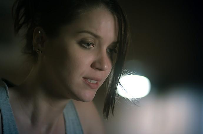 Lorena se desespera ao ouvir plano da irmã (Foto: TV Globo)