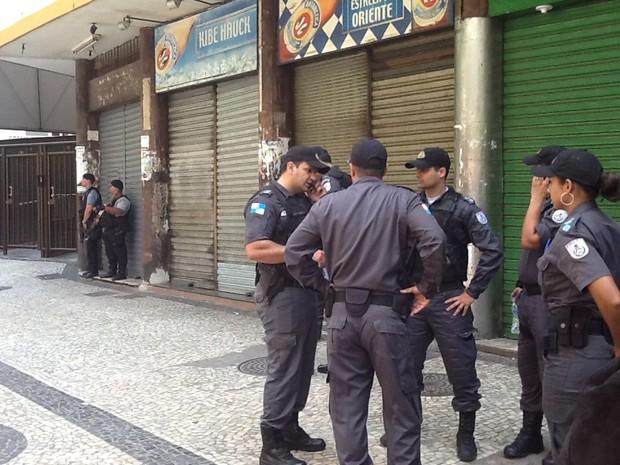 Comércio fecha e policiamento é reforçado no Pavão-Pavãozinho, no Rio (Foto: Cristiane Cardoso/G1)