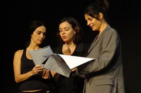 Claudia Ohana, Regiane Alves e Helena Ranaldi ensaiam 'Amor perverso' (Foto: divulgação)