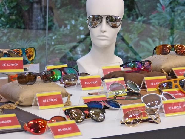Sucesso nos anos 80, óculos de sol espelhados voltam a ser moda ... dad10a6528