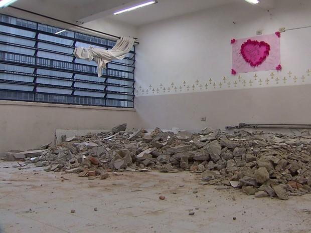 Reforma em escola preocupa alunos, pais e professores em Santos, SP (Foto: Reprodução/TV Tribuna)