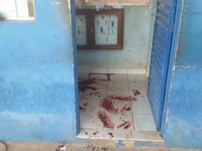 Marcas de sangue denunciam a brutalidade dos criminosos contra um vigilante em Porto Velho (Foto: Toni Francis/G1)