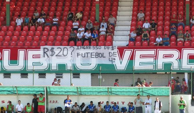 torcida portuguesa santista (Foto: Antonio Marcos / GloboEsporte.com)