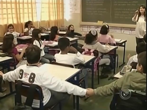 Alunos da rede municipal melhoraram comportamento dentro das salas de aula (Foto: Reprodução TV TEM)