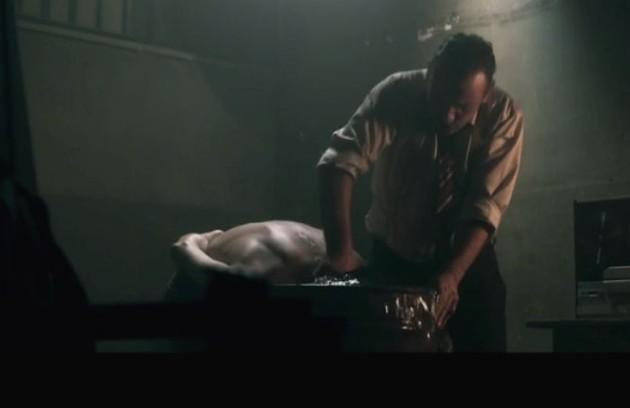 Túlio (Caio Blat) foi preso e torturado por Amaral (Marco Ricca) em 'Os dias eram assim' (Foto: Reprodução)