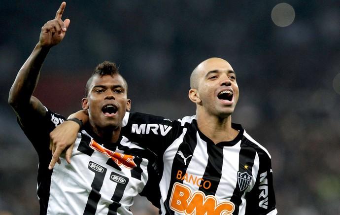 Diego Tardelli e Maicosuel comemoração título Atlético-MG x Lanús Recopa (Foto: Reuters)