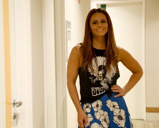 Viviane Araújo mostra seu lado rock'n'roll, sem perder a feminilidade nos bastidores do Domingão (Foto: Raphael Dias / Gshow)