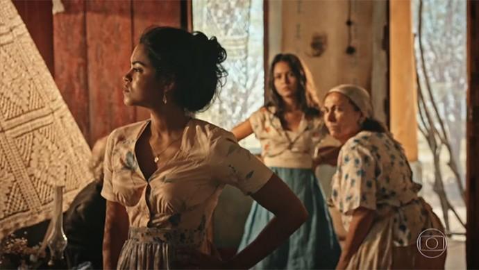 Luzia explica suas angústias para Olívia (Foto: TV Globo)