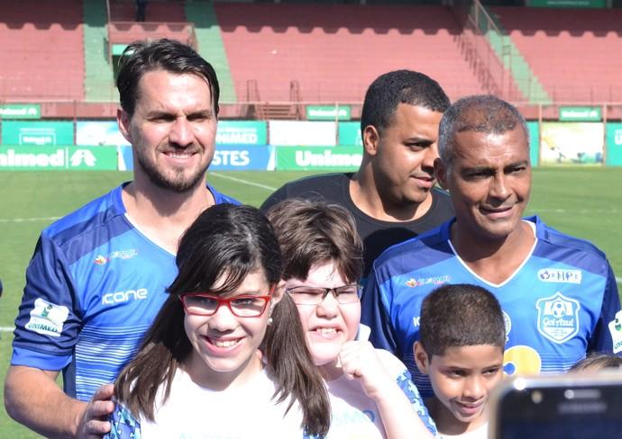 Sávio e Romário voltam a jogar juntos após quase 20 anos (Foto: Wagner Chaló/GloboEsporte.com)