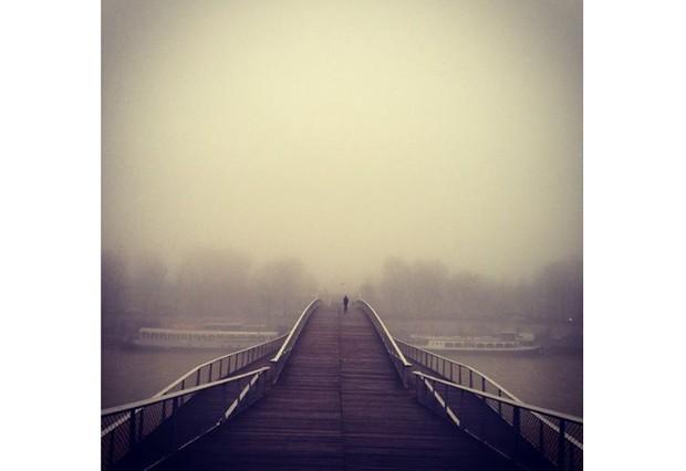 A Cidade Luz acordou cinza. Dia triste em Paris...  (Foto: Reprodução / Instagram)