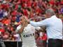 Corinthians vence a primeira fora de casa e mantém Sport na lanterna