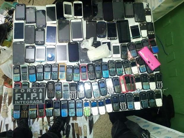 Os celulares foram encontrados durante vistorias nas celas do presídio (Foto: Sejus)