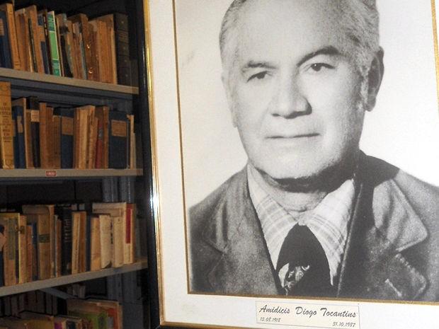 Ala das Coleções Especiais concentrram obras raras do acervo da biblioteca da UFMT (Foto: Tita Mara Teixeira/G1)
