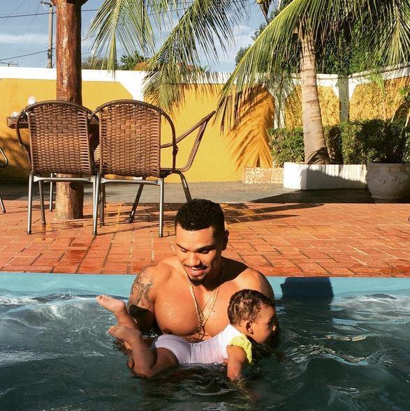 Naldo ensina a filha a nadar (Foto: Reprodução/Instagram)