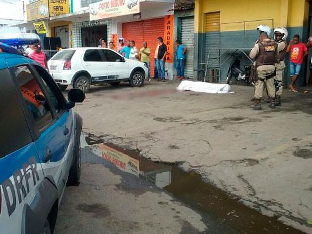 Lavador foi morto a facadas em Feira de Santana, na Bahia (Foto: Aldo Matos/ Acorda Cidade)