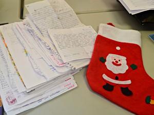 Ao menos 2 mil cartinhas foram encaminhadas para a campanha Papai Noel dos Correrios em Rio Branco (Foto: Janine Brasil/G1)