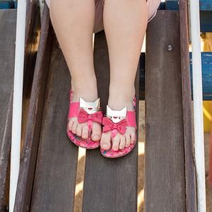 Sandálias: bem arejadas para que os pés transpirem livremente  (Foto: Émerson Fraga)