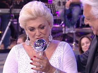 Hebe recebeu o troféu Mario Lago das mãos de Antônio Fagundes em 2010 (Foto: Divulgação/TV Globo)