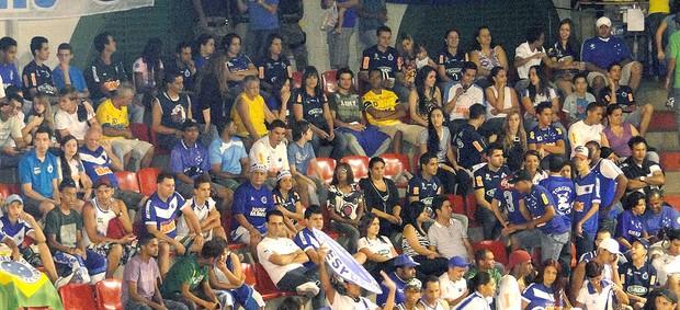 torcida do Cruzeiro na partida de võlei contra o Minas (Foto: Ana Paula Moreira / Globoesporte.com)