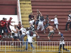 Briga Vasco x Atletico (Foto:  Geraldo Bubniak / Fotoarena/Estadão Conteúdo)