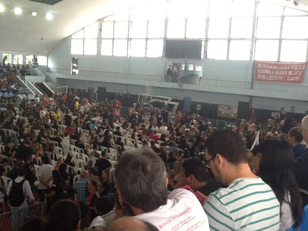 Professores decidem manter greve em assembleia no Clube Municipal, na Tijuca, Zona Norte (Foto: Guilherme Brito / G1)